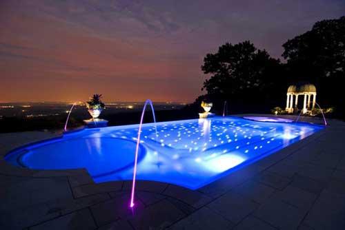 Piscina iluminada con fibra óptica